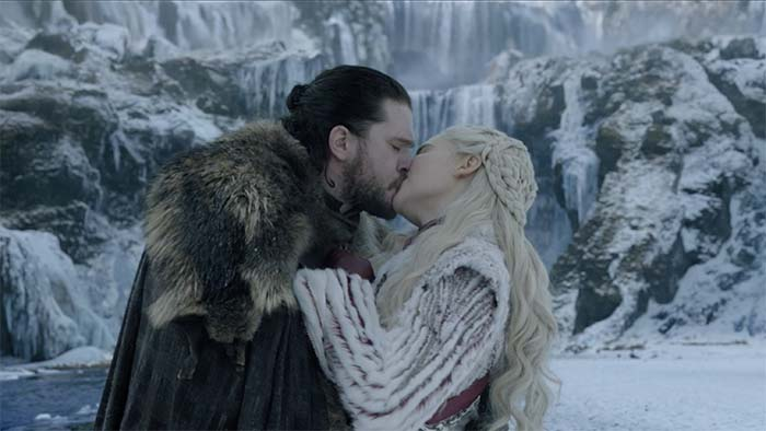 Jon and Dany kiss