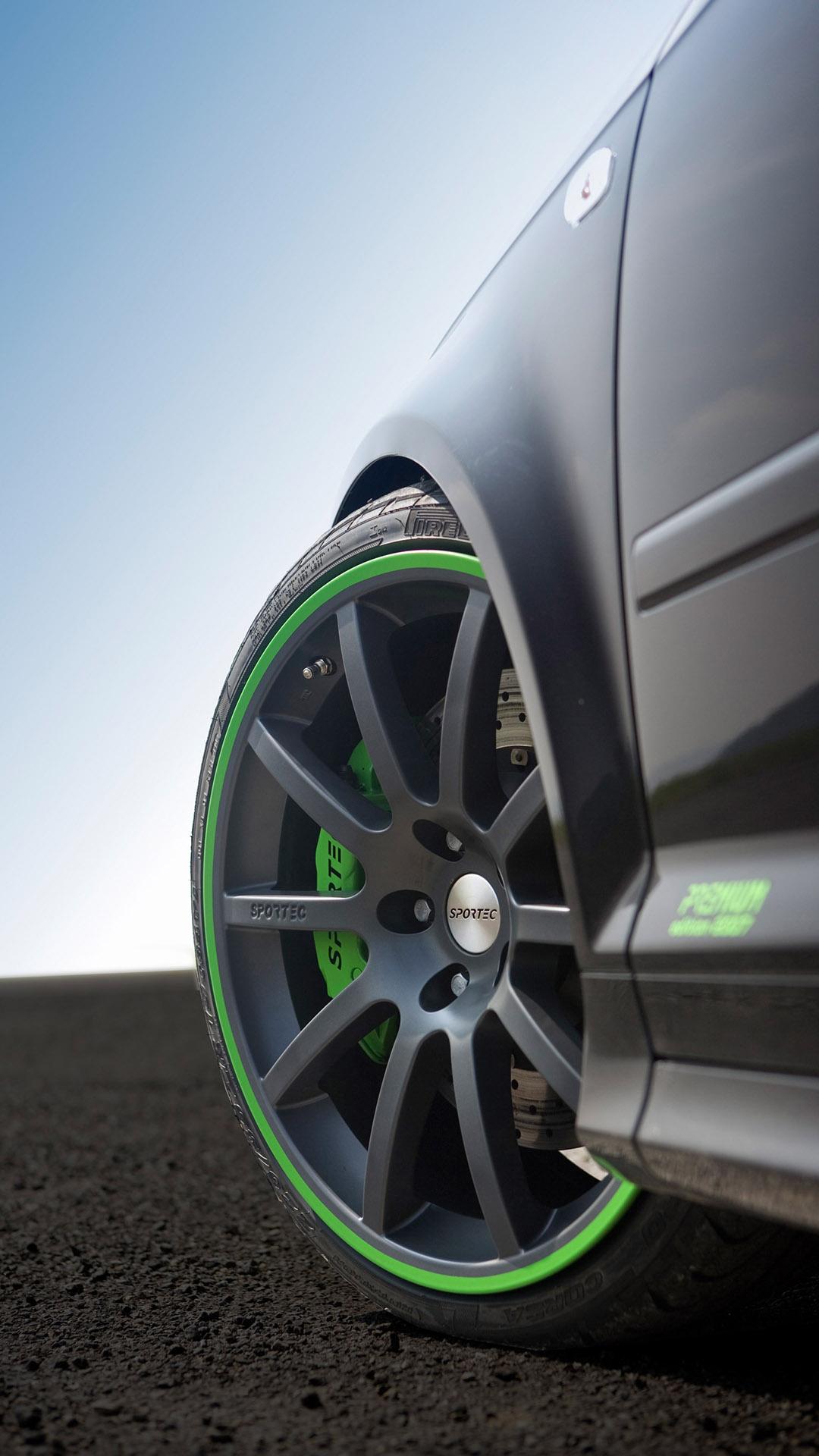 Fondo de pantalla de coche con llantas verdes