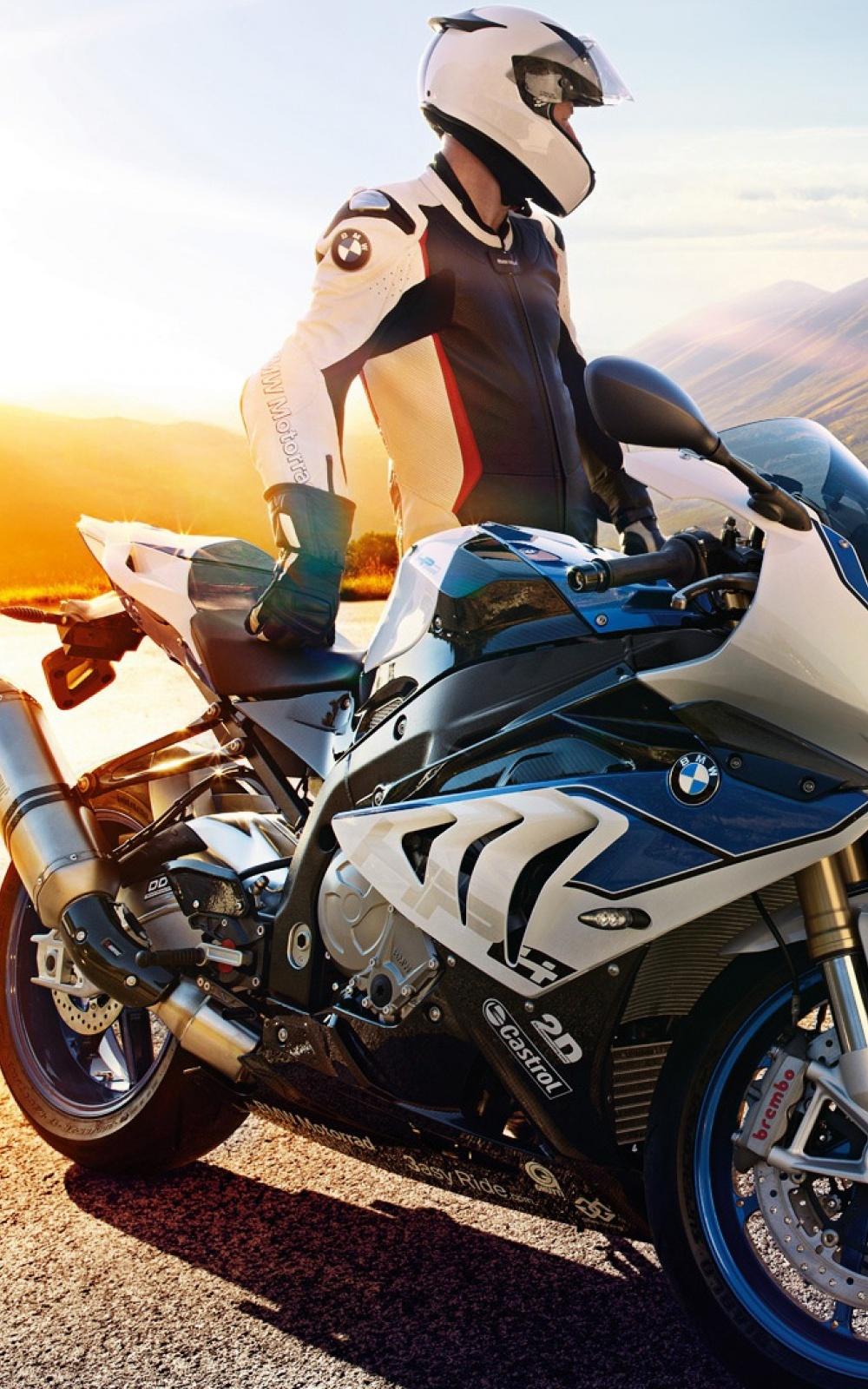 Fondo de pantalla con moto y piloto