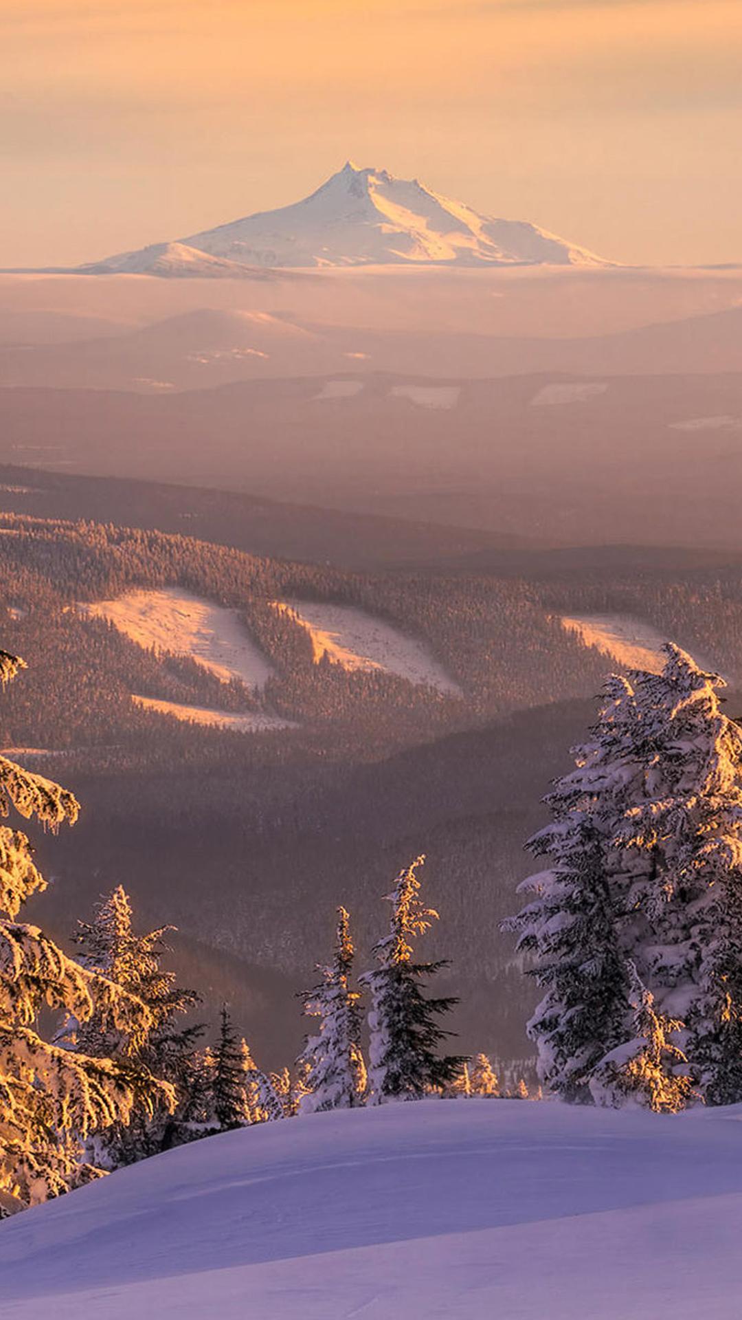 Fondo de pantalla con paisaje nevado