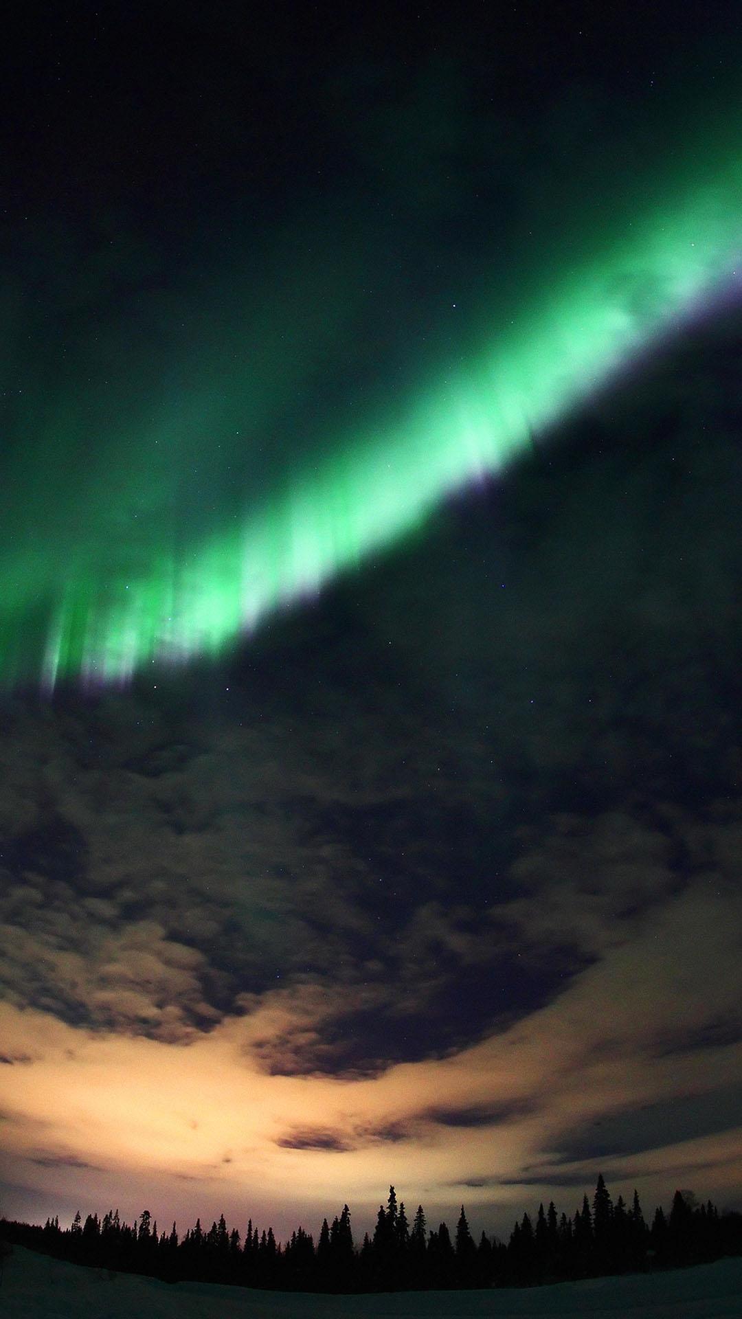 Fondo de pantalla con aurora boreal