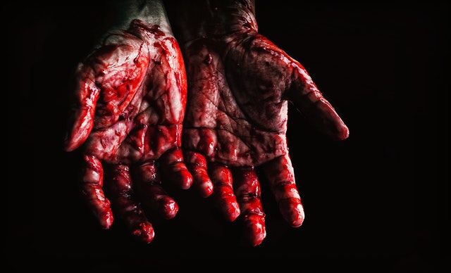 Manos con sangre