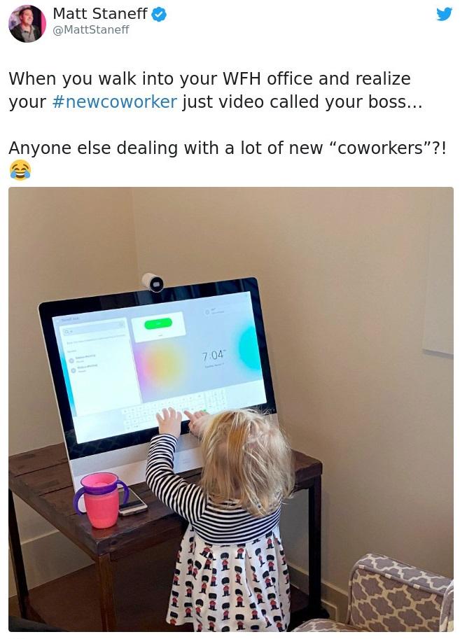 Niña haciendo una videoconferencia