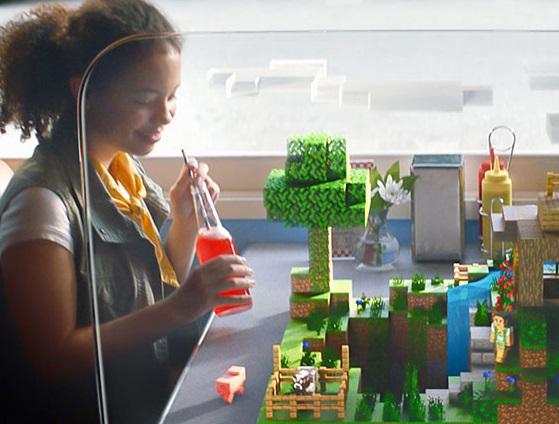 Chica jugando a Minecraft Earth