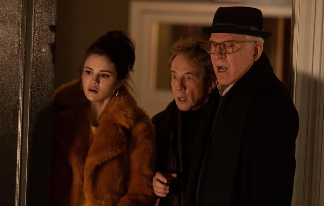 Mabel (Selena Gomez), Oliver (Martin Short) y Charles (Steve Martin) en Solo Asesinatos En El Edificio